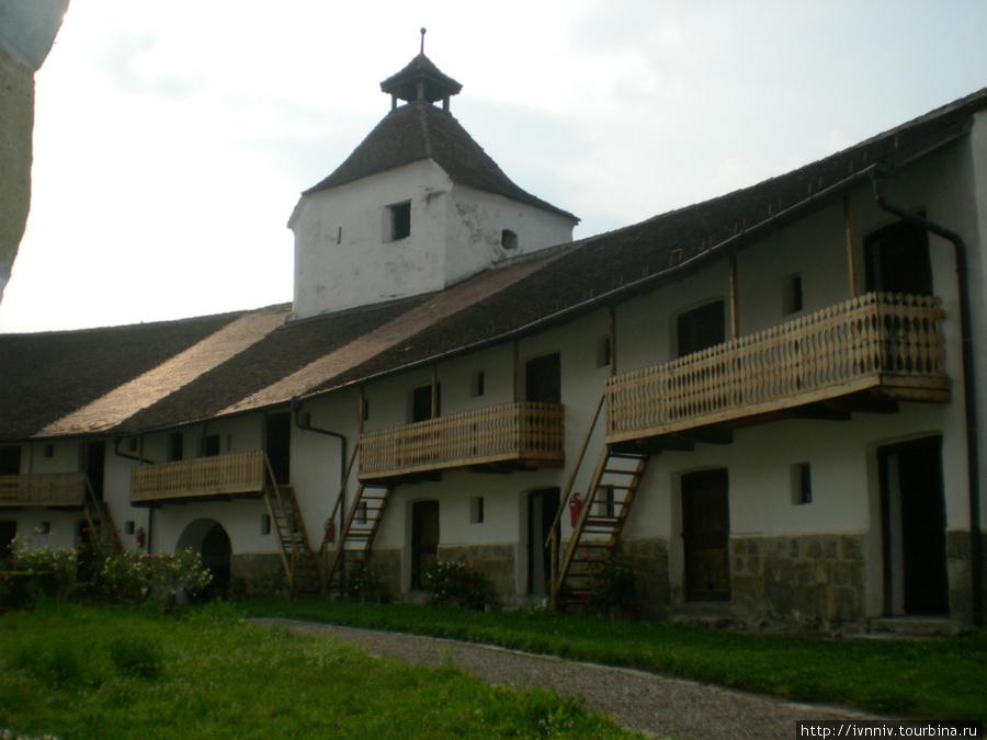 внутри монастыря