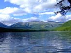 Спустились от перевала вниз километров семь и вот оно озеро Позарым, жемчужина Хакасии. Поход был экстримальным в том смысле что палатку не брали и вообще ничего лишнего. Но здесь на озере есть старая избушка и мы в ней хорошо отдохнули.