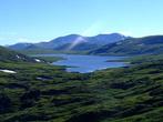 Высокогорное плато Улуг Холь расположено на высоте более 2000 метров. Имеет несколько озер. Некоторые имеют водосброс в Туву. А это, самое большое в Хакасию.