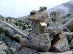 Этот памятный знак Оваа, в дань уважения духам Саянским. Везде на вершинах мы складывали подобные или ложили камни в уже имеющиеся