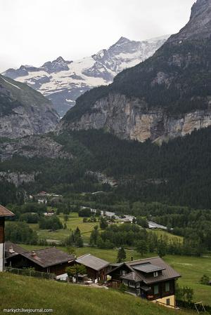 Всему миру Гриндельвальд известен под названием «Деревня Ледников» благодаря основным горным вершинам – Айгер, Мёнх и Юнгфрау.