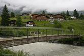 Население Гриндельвальда составляет чуть меньше 4000 человек. В основном он заняты в туризме и сельском хозяйстве.