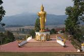 Лаос неотделим от буддизма. Любые изображения Будды запрещены к вывозу из страны. Нас эта сторона страны интересует с точки зрения наличия буддистких храмов в городах, в которых можно ночевать — такого опыта у нас еще нет.