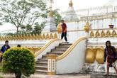 Буддизм пророс корнями глубоко в жизнь лаосцев. К примеру, дети не видят в священной ступе религиозного сооружения, для них это просто удобная площадка для катания на скейтах. Монахи, сами не намного старше этих детей, с улыбкой наблюдают за ними.
