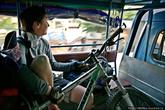 Наша цель — Луангпрабанг, чтобы успеть прибыть до темноты, мы преодолеваем последние километры до него на местной маршрутке.
