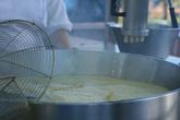 процесс приготовления испанских пончиков чуррос Остров Тенерифе, Испания.