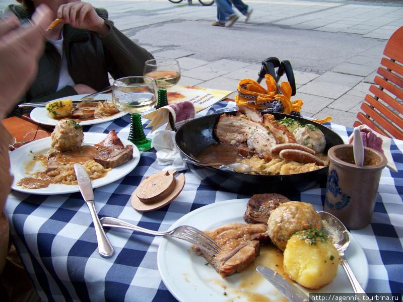 Типично баварские порции — ресторан Августинерброй возле Фрауенкирхе