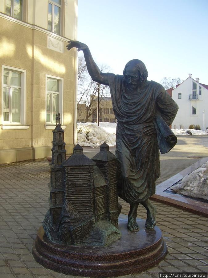 10.03.2010. Минск. Пл. Незалежнасцi. Памятник Архитектору