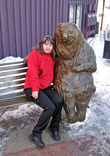 Можно посидеть в обнимку с медведем. Правда при температуре ниже 10 мороза как-то не уютно.