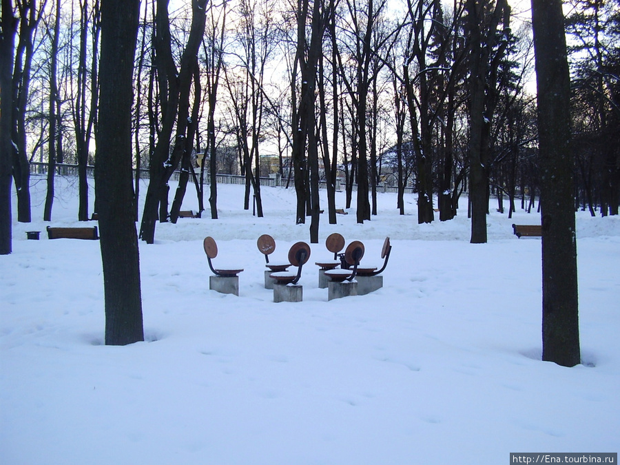 16.03.2010. Минск. Парк Янки Купалы. Стульчики