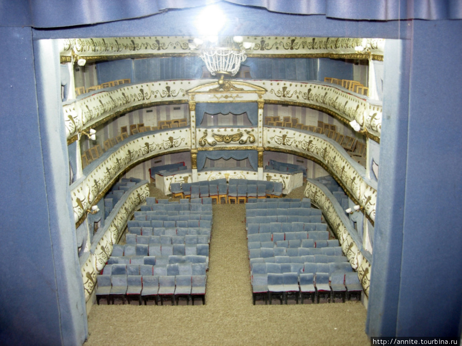 Театр на Соборной. Фойе театра. Зрительный зал в миниатюре.