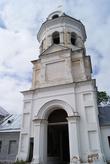 Колокольня, она же главные ворота монастыря