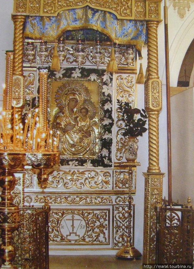 Главная святыня Муромского Спасо-Преображенского монастыря — мироточивая икона Божьей Матери