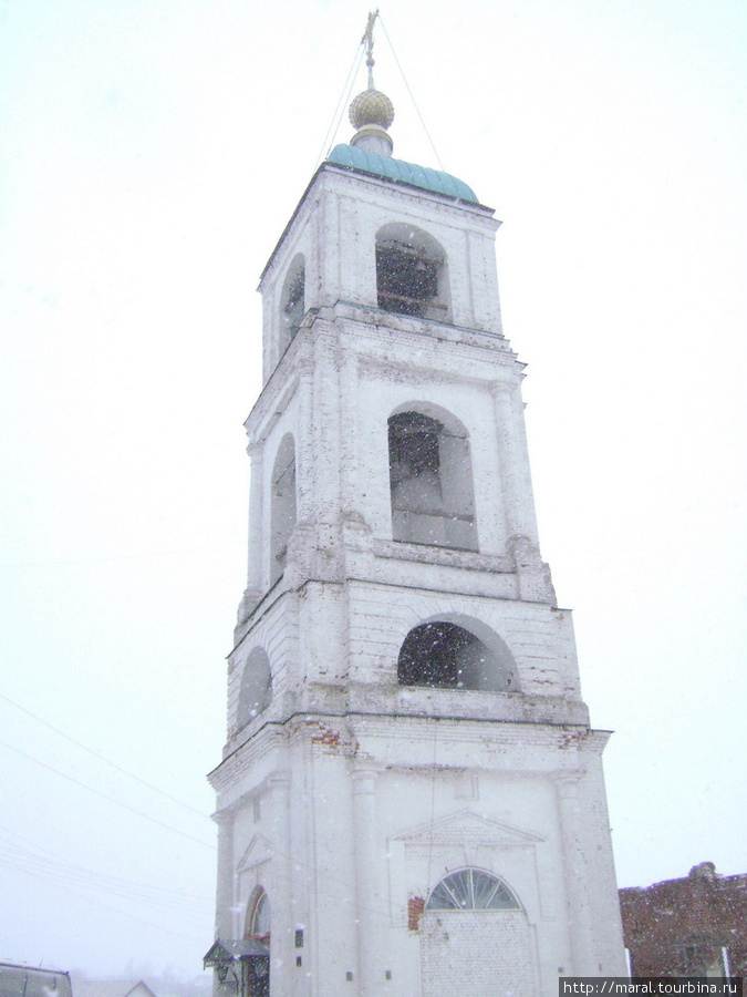 От Свято-Троицкого храма в селе Карачарове до сегодня уцелела колокольня