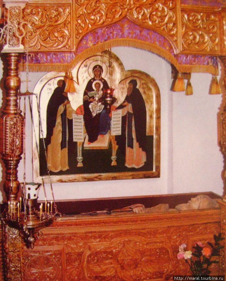 Рака с резным изображением преподобного Илии Муромца была преподнесена в дар Муромскому Спасо-Преображенскому монастырю к 910 — летию обители в Ильин день 2 августа 2006 года. В тот же день она была освящена Патриархом Московским и всея Руси Алексием II и установлена в монастырском храме Покрова Пресвятой Богородицы.