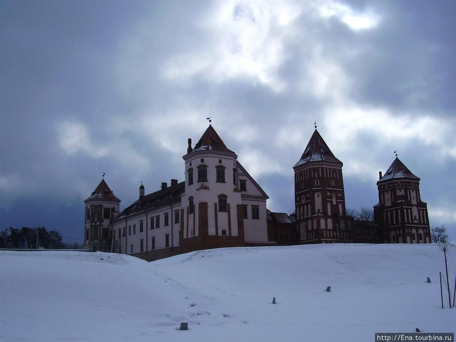14.03.2010. Минск. Мир. Мирский замок ранней весной