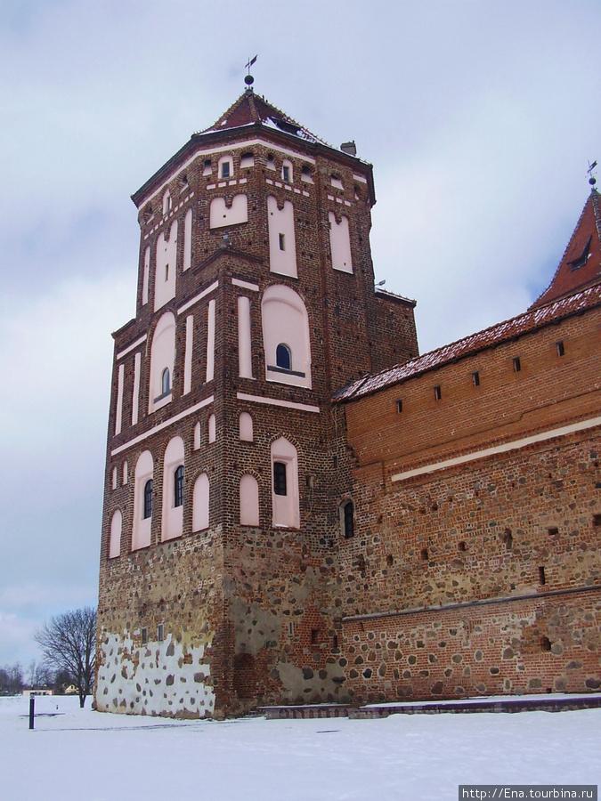14.03.2010. Минск. Мир. Мирский замок. Башня и стены