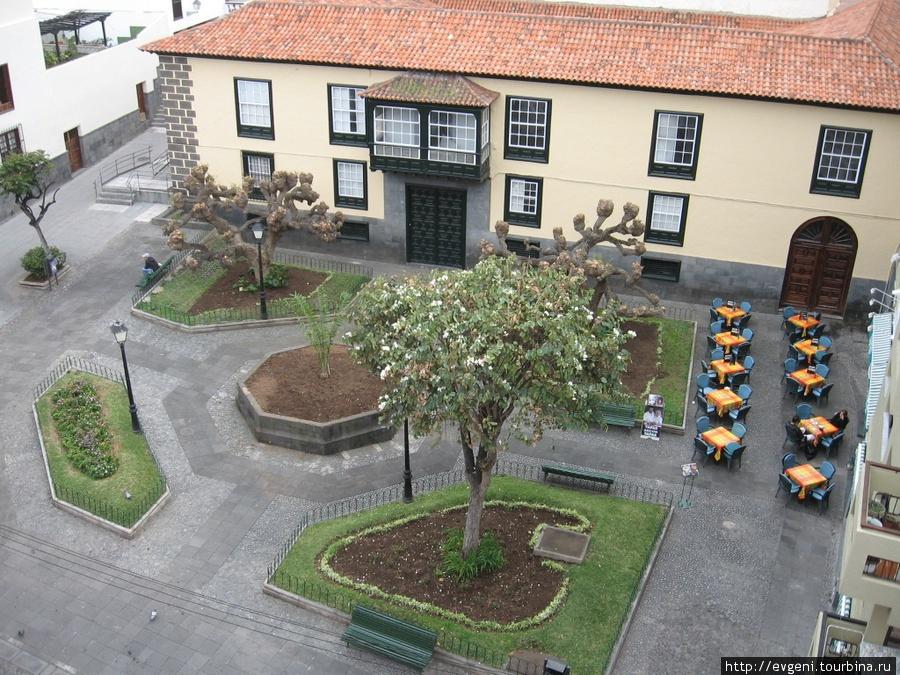 очаровательная, уютная Plaza Concejil o de Los Agustinos — где находится ресторан Tapas ARCON