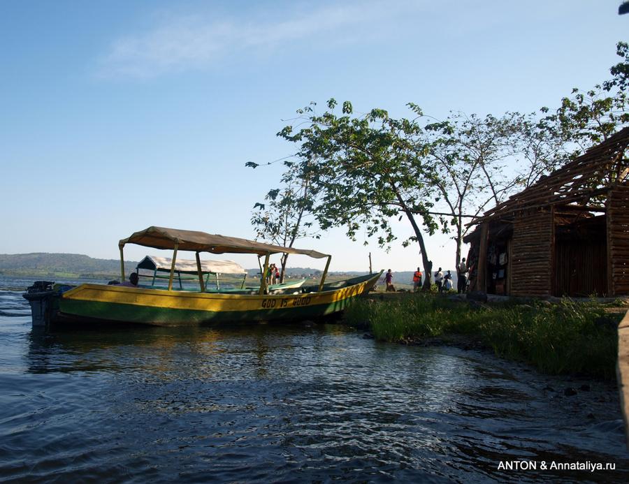 Лодка на истоке Нила. Впереди озеро Виктория