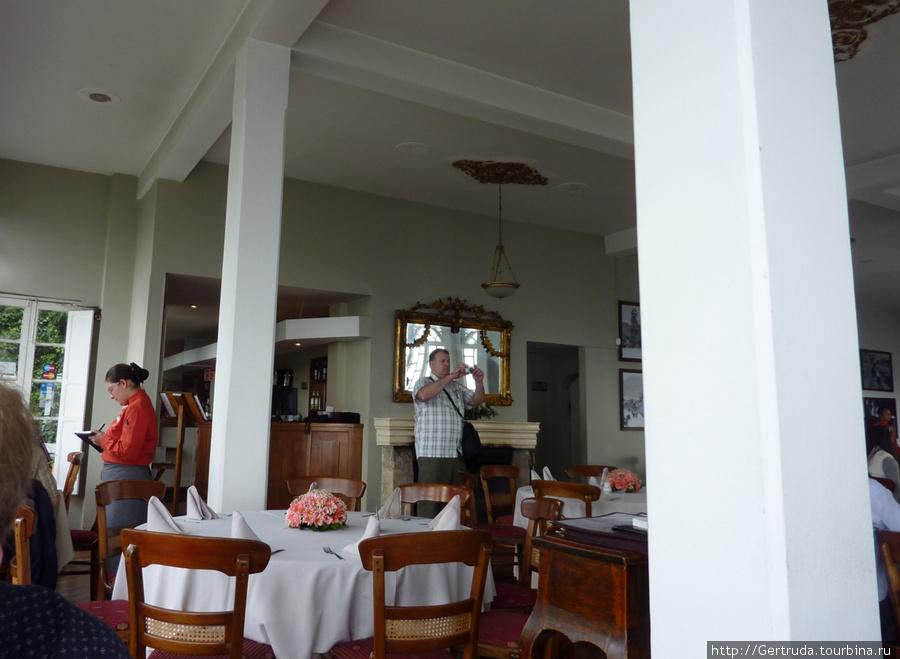 Внутри ресторана.