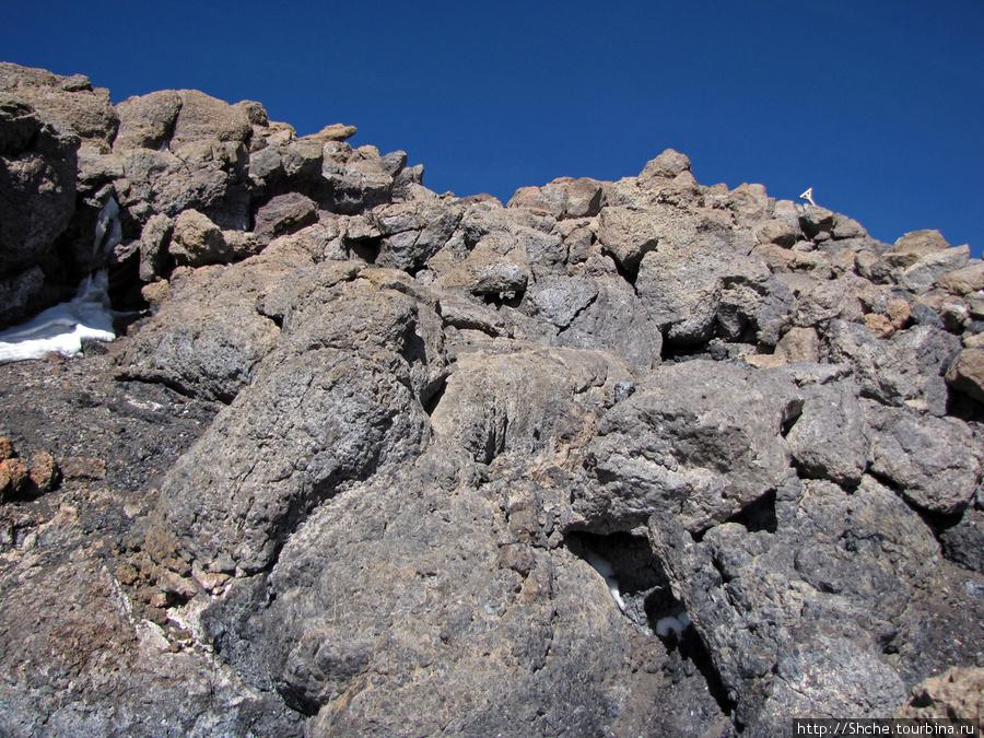 По этим камням проходит
