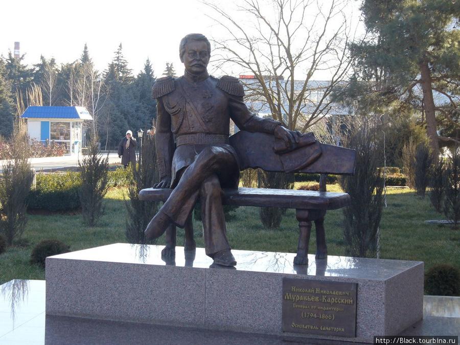 памятник Николаю Николаевичу Муравьеву-Карскому, основателю санатория