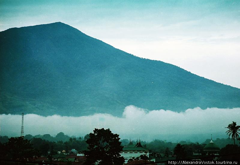 г. Букиттингги, облака ни