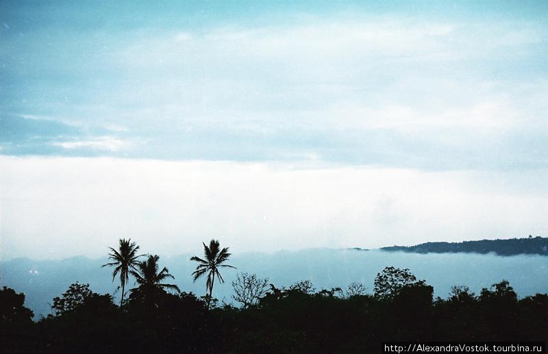 облака ниже гор