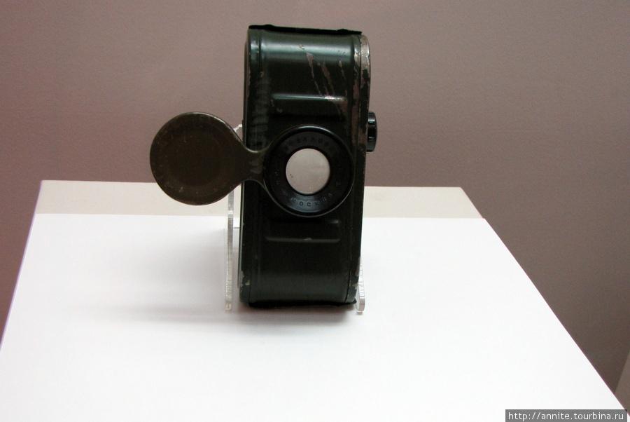 Портативный фильмоскоп (для просмотра диафильмов на свету или на лампе).