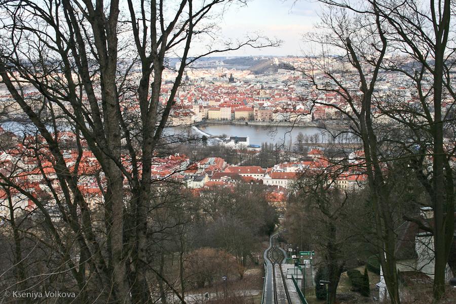 вид с холма на город