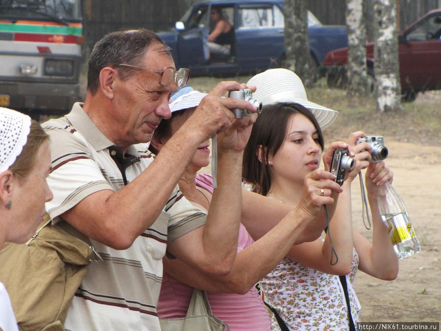 Туристы.