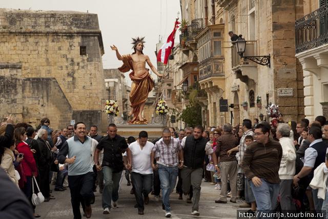 (с)Виктор Велла Пасхальная процессия (Биргу, Мальта)