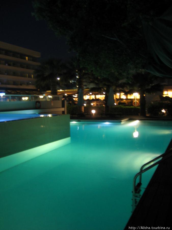 Отель Blue Sea Beach Resort**** —  ступенчатый бассейн