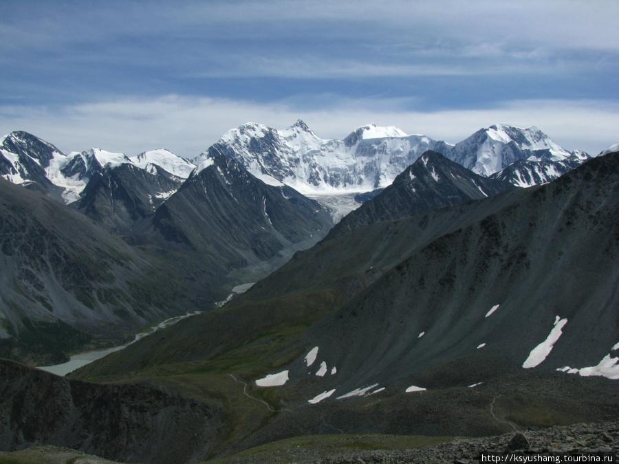 Вид на АкКем и Белуху с перевала Кара-Тюрек