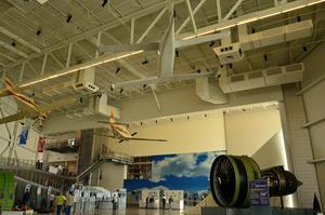 Галерея — небольшой (из одного зала) музей, где рассказывают про самолёты, пока вы ждёте начала тура по фабрике.