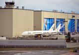 Собственно, здание фабрики — самое большое здание в мире по объёму. Вокруг него стоят самолёты в разных стадиях готовности.