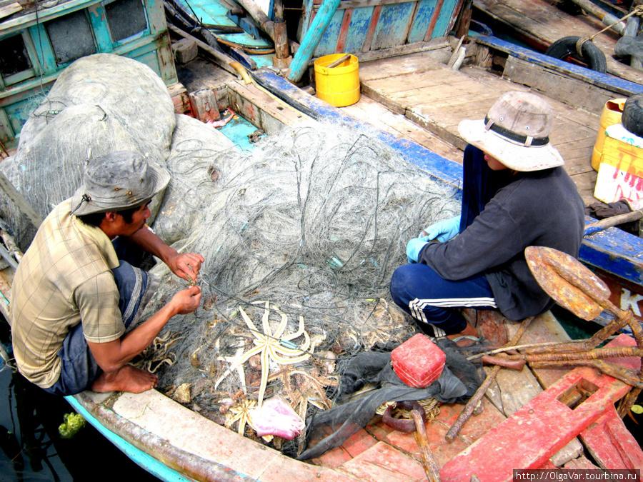 Рыбаки привезли свой улов