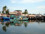 Городской рынок за рекой