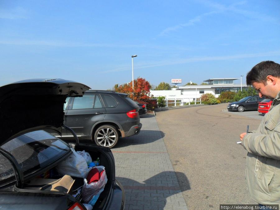 Первый раз за всё путешествие, чешский полицейский осматривает машину! На вопрос: