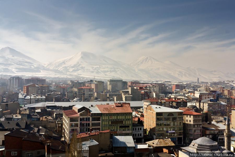 Вид на город с часовой ба