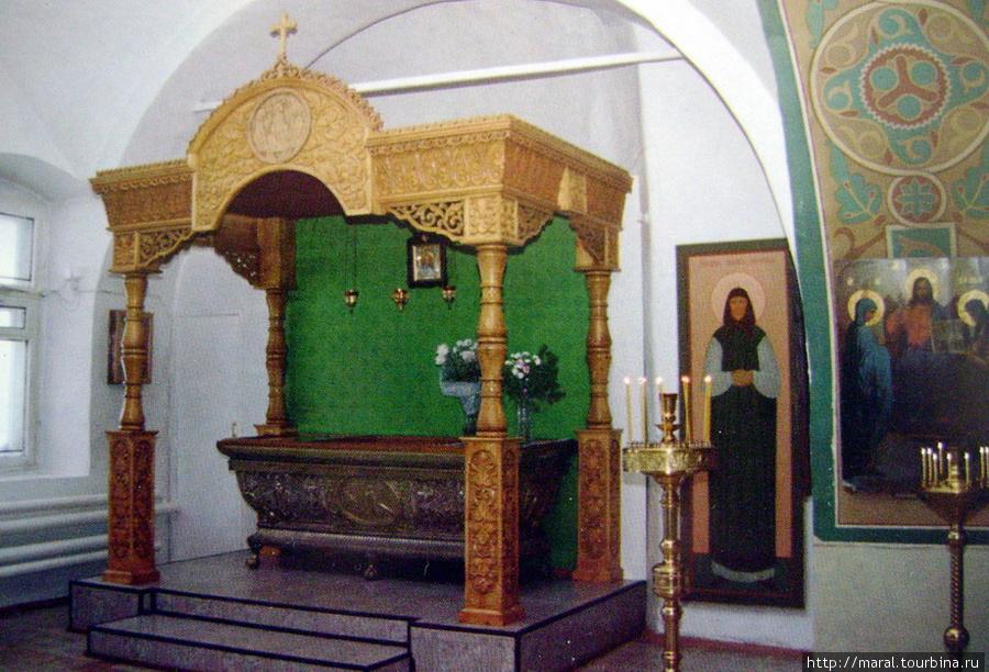 В храме находится рака с мощами святой праведной Иулиании Лазаревской, причисленной к лику святых за подвиг милосердия, совершённый 400 лет назад