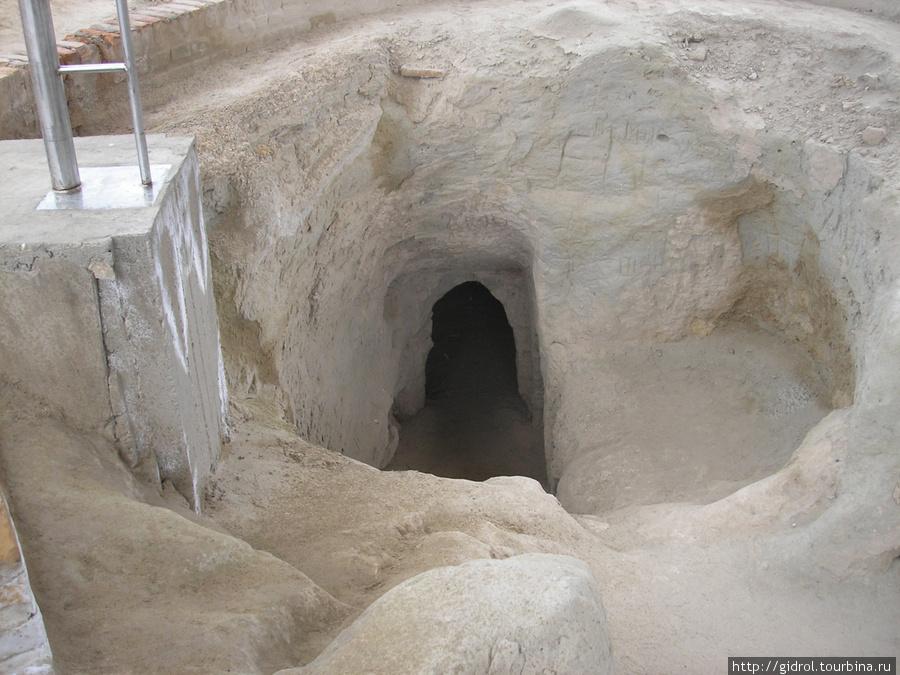 Еще одна пещера (келья).