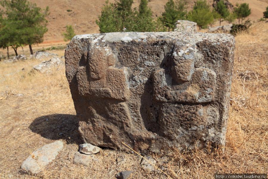 боги гор в Yesmek Open-Air Museum