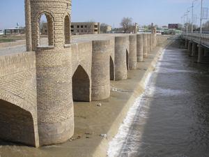Кирпично-каменный мост через реку Кашкадарья.  Здесь его называют Старый Николаевский мост.