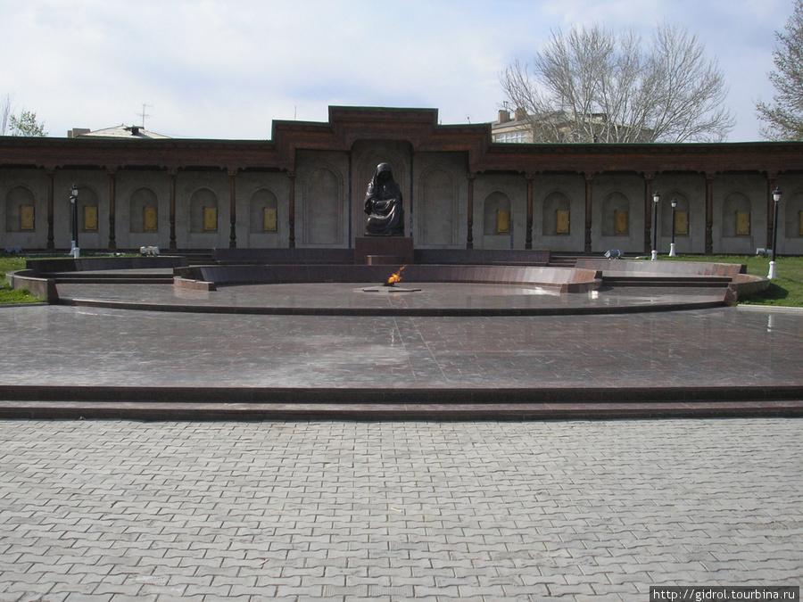 Вечный Огонь. Монумент Сл