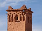 Минарет старой мечети в деревне недалеко от Айт-Бенхадду.