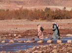 Перейти реку можно по одному из таких традиционных