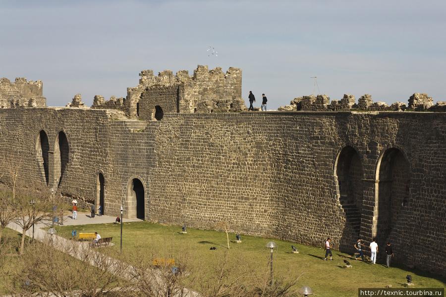 Крепостные стены. Тоже с