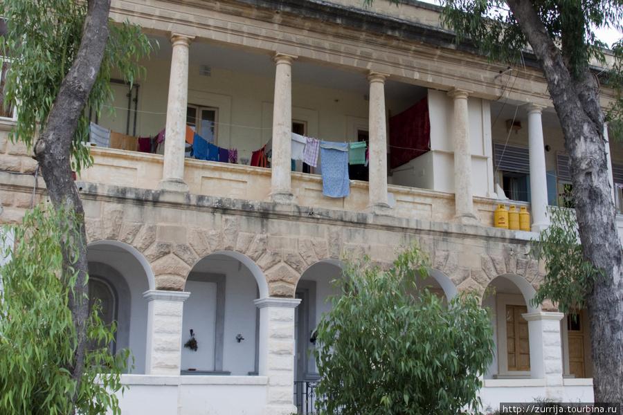 Британские казармы: теперь жилой дом (Пемброк, Мальта)