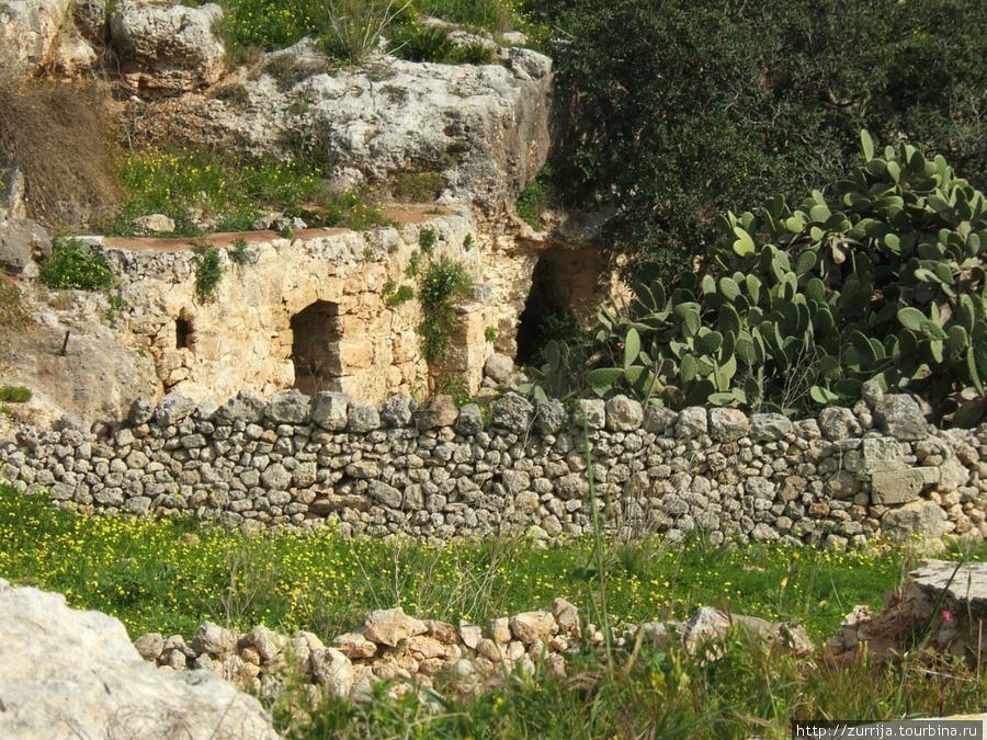 Бывшее пещерное поселение (Меллиха, Мальта)